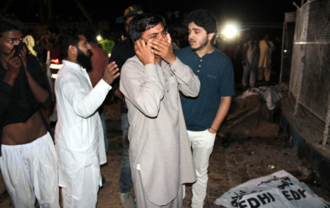 Lahore bombing: Pakistan mourns as death toll rises