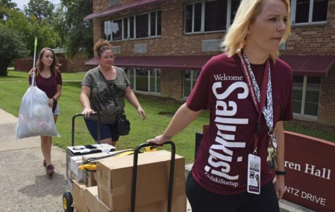 Hundreds of volunteers move-in the next generation of SIU students