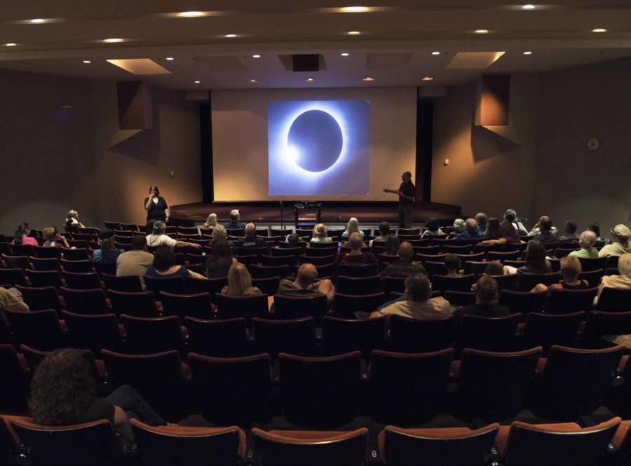 Bob+Baer%2C+co-chairman+of+the+Solar+Eclipse+Steering+Committee+for+SIU%2C+displays+a+total+solar+eclipse+during+his+presentation+Sunday%2C+Aug.+21%2C+2016%2C+at+the+Eclipse+2017%3A+One+Year+Countdown+event+in+the+Student+Center+Auditorium.+%28Morgan+Timms+%7C+%40morgan_timms%29