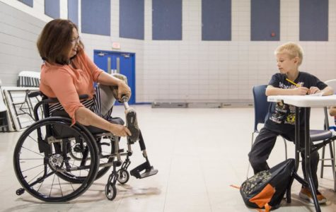 U.S. Rep. Tammy Duckworth stops in Carbondale, calls for free education