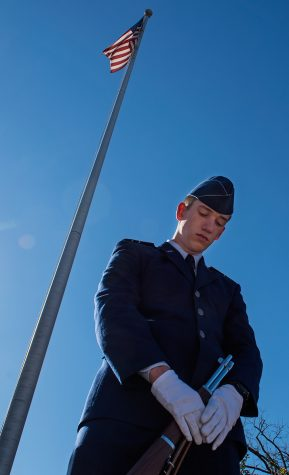Photo of the Day: Guarding the flag