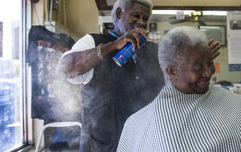 Carbondale barber shop carries its community (PHOTOS)