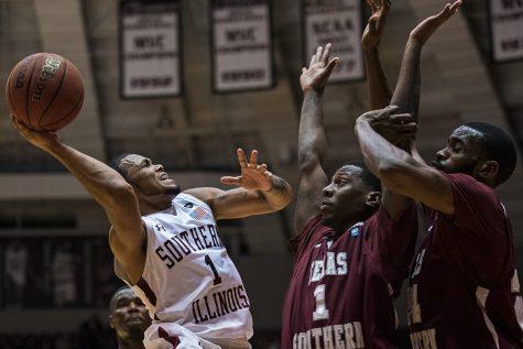 SIU men's basketball wins nail-biter against Texas Southern (VIDEO)