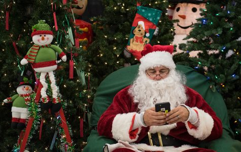 Photo of the Day: Smartphone Santa