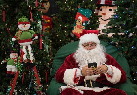 Photo of the Day: Smartphone Santa