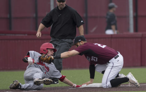 Saluki baseball defeats Evansville in walk-off fashion