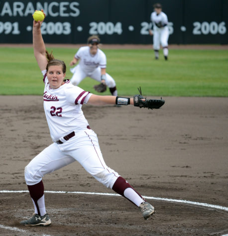 Saluki softball finishes sweep of Drake with doubleheader victories