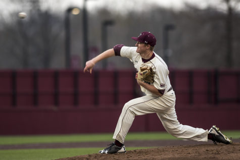 Salukis fail to protect early lead, losing to Arkansas State in extra innings