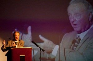 Bowden speaks at Fellowship of Christian Athletes banquet
