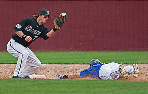 Baseball sweeps series against rival Bluejays