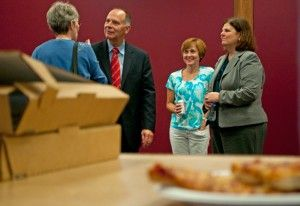 Candidate talks politics over pizza