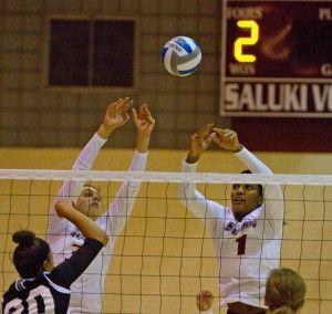 Volleyball reaches .500 in MVC play