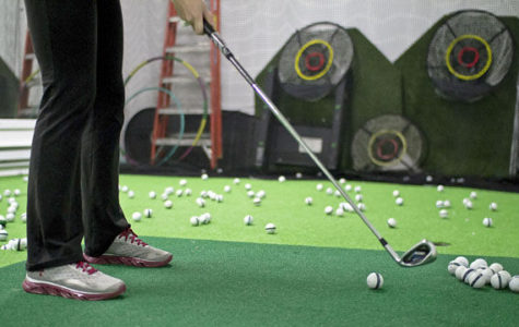 Saluki golf practices indoors for first tournaments