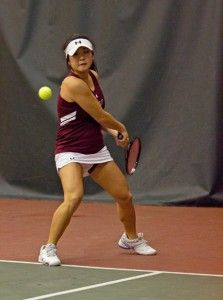 Women's tennis wins third straight