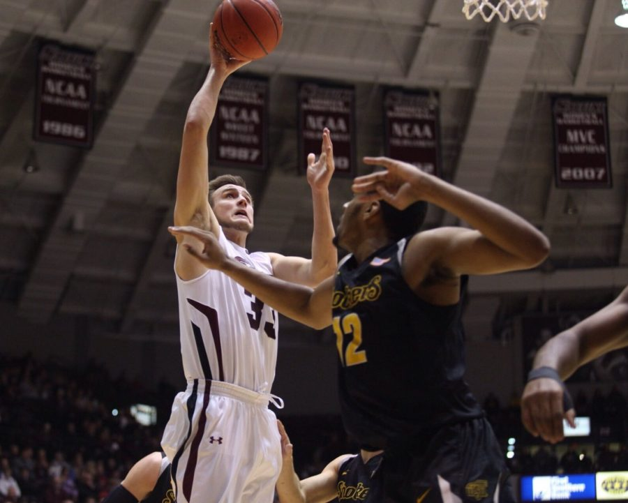 Shockers cruise to victory against Salukis