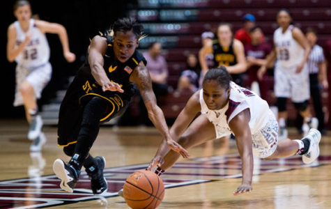 Shockers fend off Dawgs to stay in first