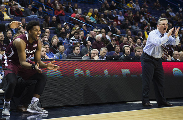 Salukis stay alive in St. Louis