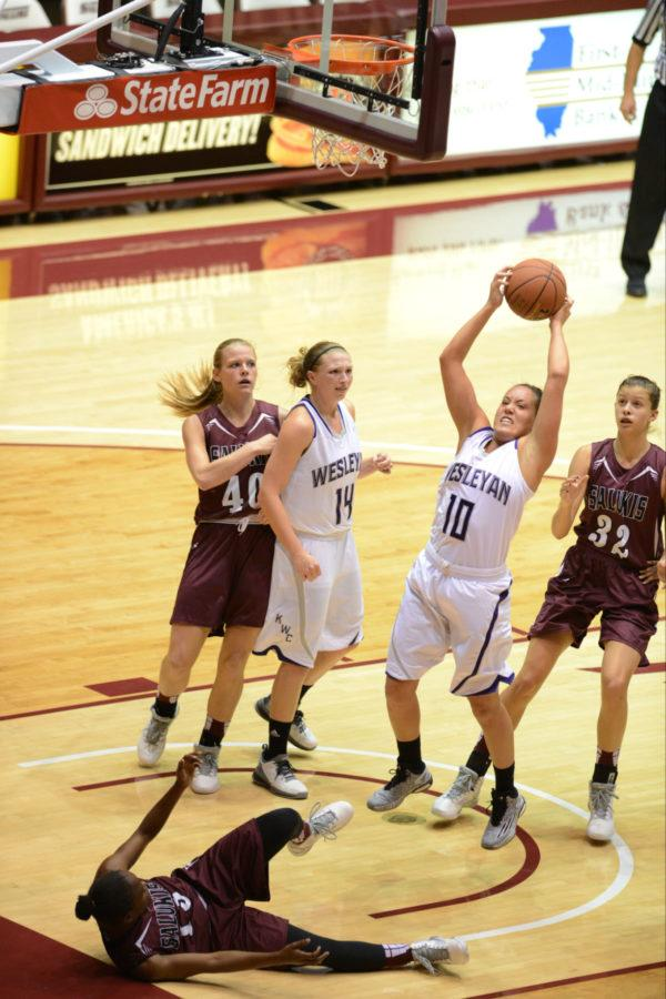 Women's Basketball Goes 2-0 In Compass Challenge
