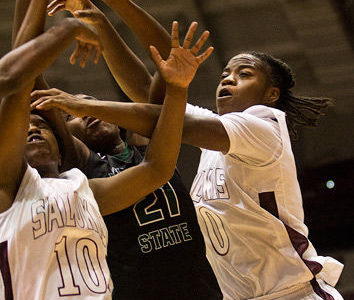 Salukis edge Racers despite slow first half