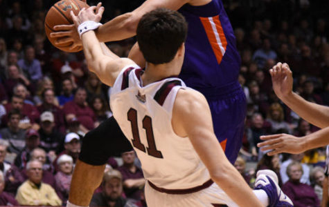 SIU loses nail-biter to Evansville in battle for second-place