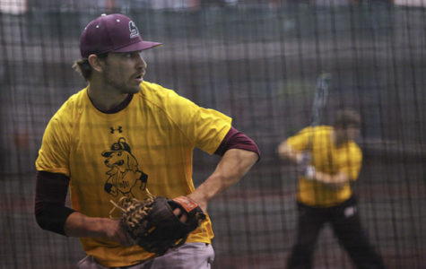SIU baseball's new look  leads to improvement in practice