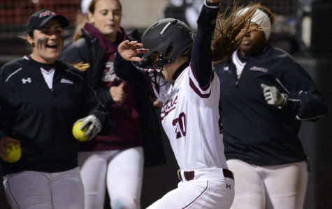 Saluki softball splits final day of Coach B Classic
