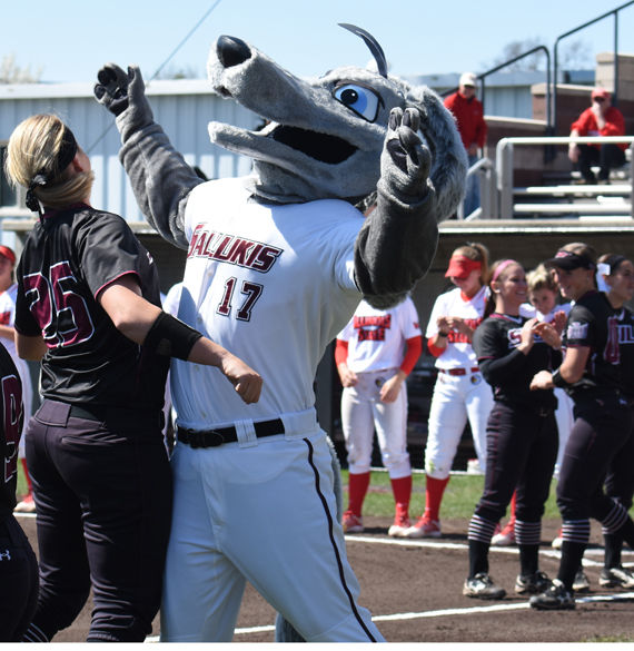 Softball breaks out of offensive slump in doubleheader sweep at Bradley