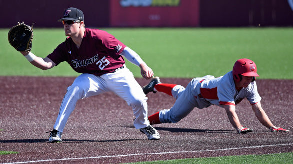 Salukis get complete performance in win