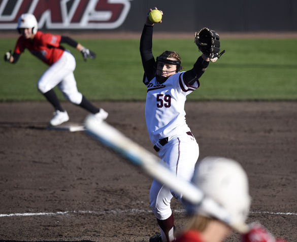 Softball splits Black Out Cancer doubleheader with Indiana State