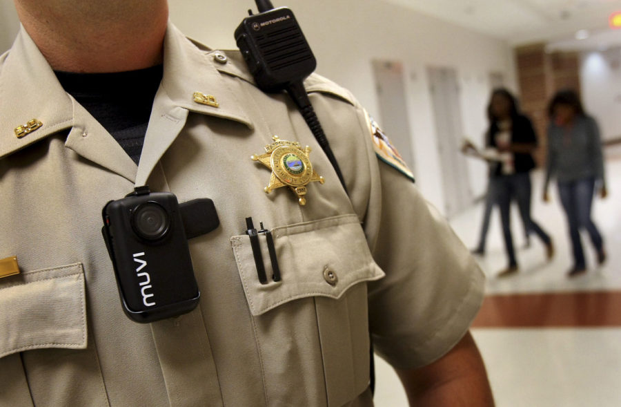 Chicago police soon to wear more body cameras