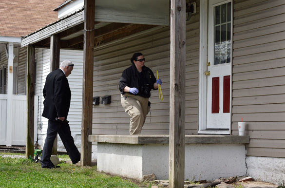 Carbondale cops, metal detectors seen outside site of Easter Sunday shooting