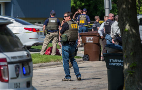 FBI agents wounded in bid to nab reputed gang member; suspect dead