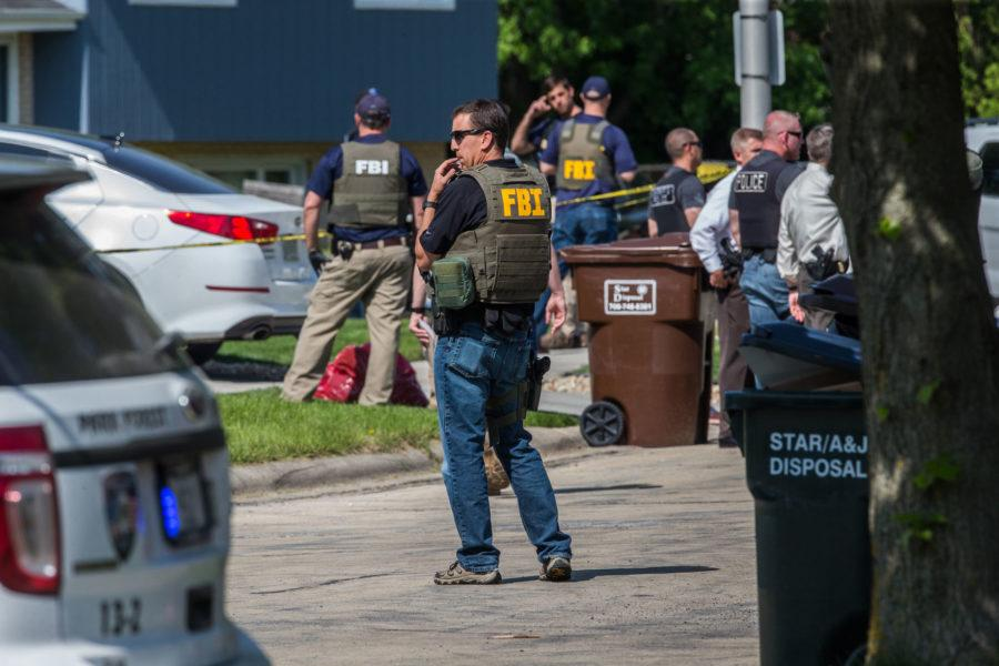 FBI+agents+wounded+in+bid+to+nab+reputed+gang+member%3B+suspect+dead