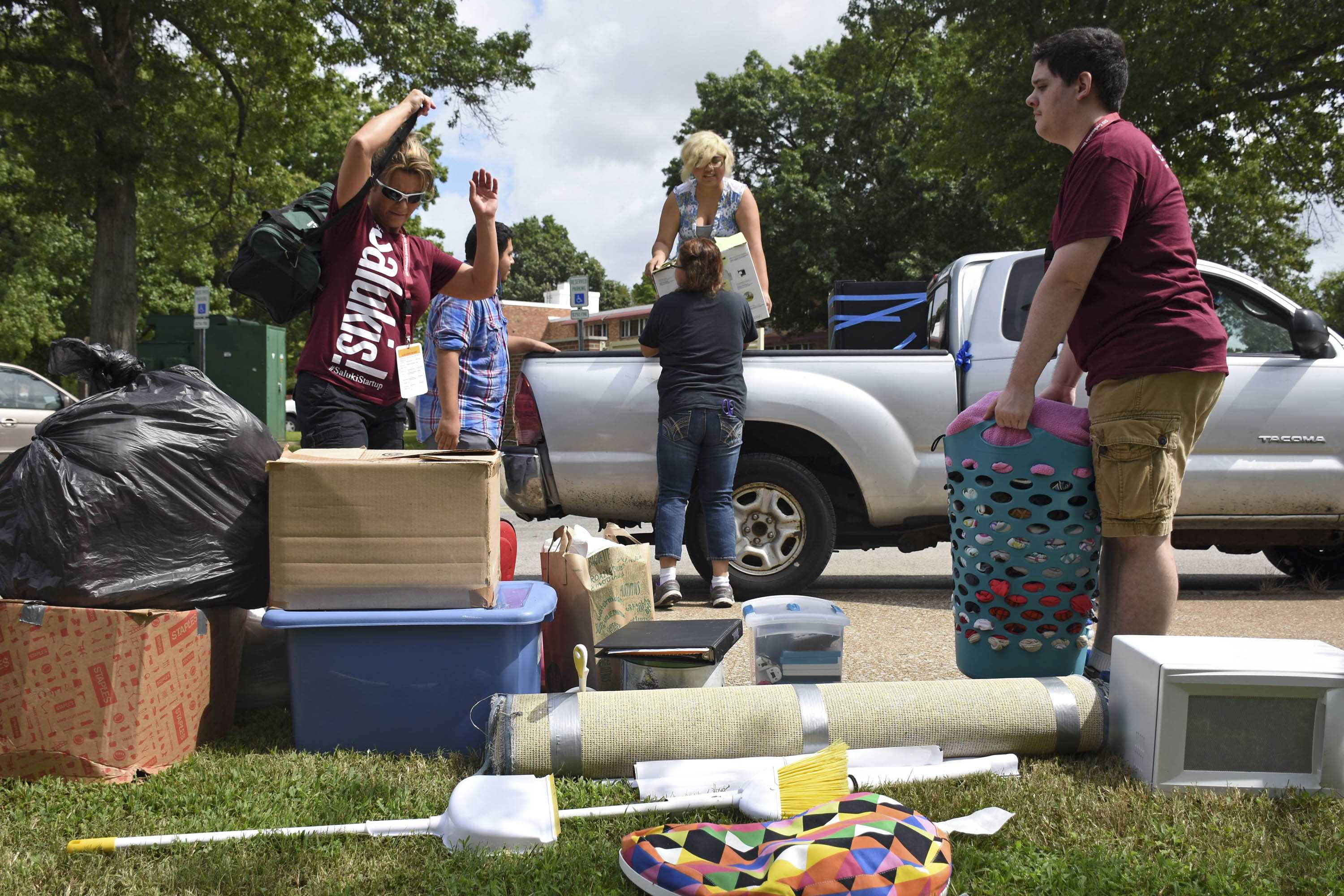 Jacqueline Morales, in truck, a junior studying animation, is assisted by Saluki Startup volunteers as she moves into her dorm Thursday, Aug. 18, 2016, outside Kellogg Hall. This is Jacqueline's third year living in the residence halls. (Athena Chrysanthou | DailyEgyptian.com)