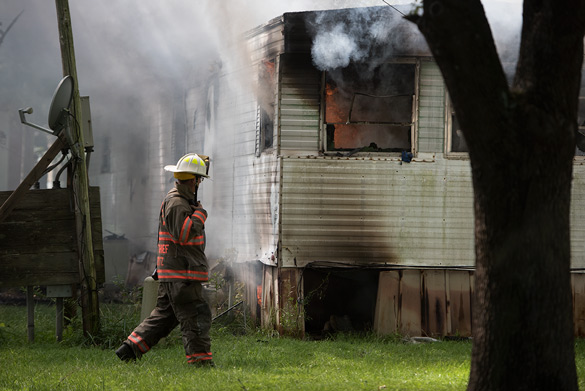 Carbondale Assistant Fire Chief Mike Hertz observes a mobile home fire at Malibu Village Mobile Home Park on Sunday, Aug. 21, 2016, in Carbondale. (Jacob Wiegand | @JacobWiegand_DE)