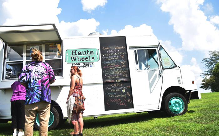 Frack Free Fest attendees form a line outside Haute Wheels Food Truck on Sunday, Aug. 28, 2016, at Alto Vineyards in Alto Pass. (Autumn Suyko | @AutumnSuyko_DE)