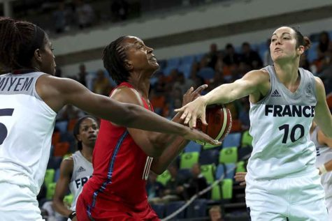 France guard Sarah Michel strips the ball from U.S. forward Tamika Catchings during second-half action in the women's basketball semifinal at Carioca Arena 1 in Rio de Janeiro, Brazil, during the Summer Olympics. The U.S. won, 86-67. (Robert Gauthier/Los Angeles Times/TNS)