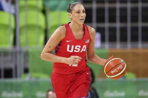 Diana Taurasi moves down the court during their game against Spain for the second round Group B in Rio 2016 at Youth Arena on Aug. 8 in Rio de Janeiro, Brazil. (Rex Shutterstock/Zuma Press/TNS)