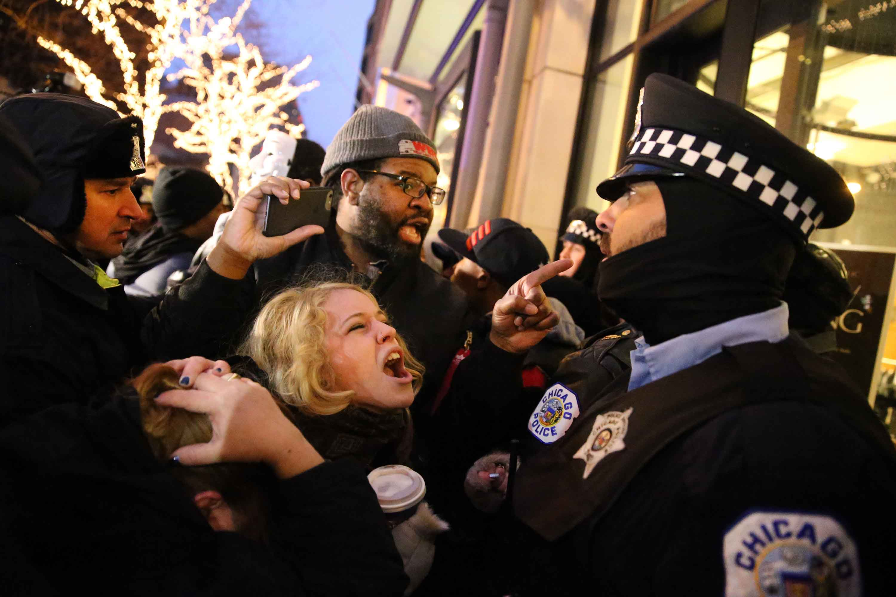 People scream at cops as they protest the shooting death of Laquan McDonald during a clash with Chicago police officers outside of a Banana Republic store on Michigan Avenue on Friday, Nov. 27, 2015. (Chris Sweda/Chicago Tribune/TNS)
