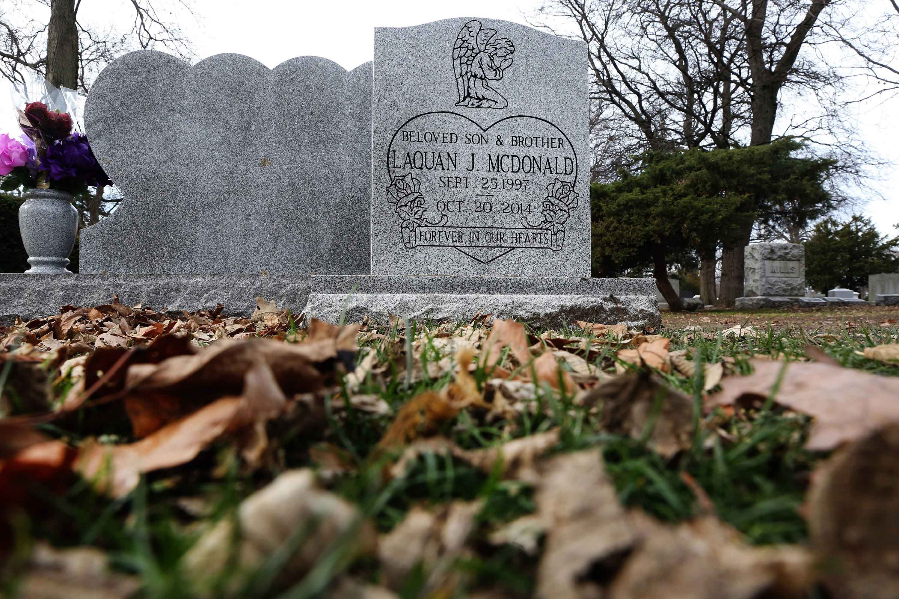 The headstone of Laquan McDonald at Forest Home Cemetery on Thursday, Dec. 10, 2015 in Forest Park, Ill. (Antonio Perez/Chicago Tribune/TNS)