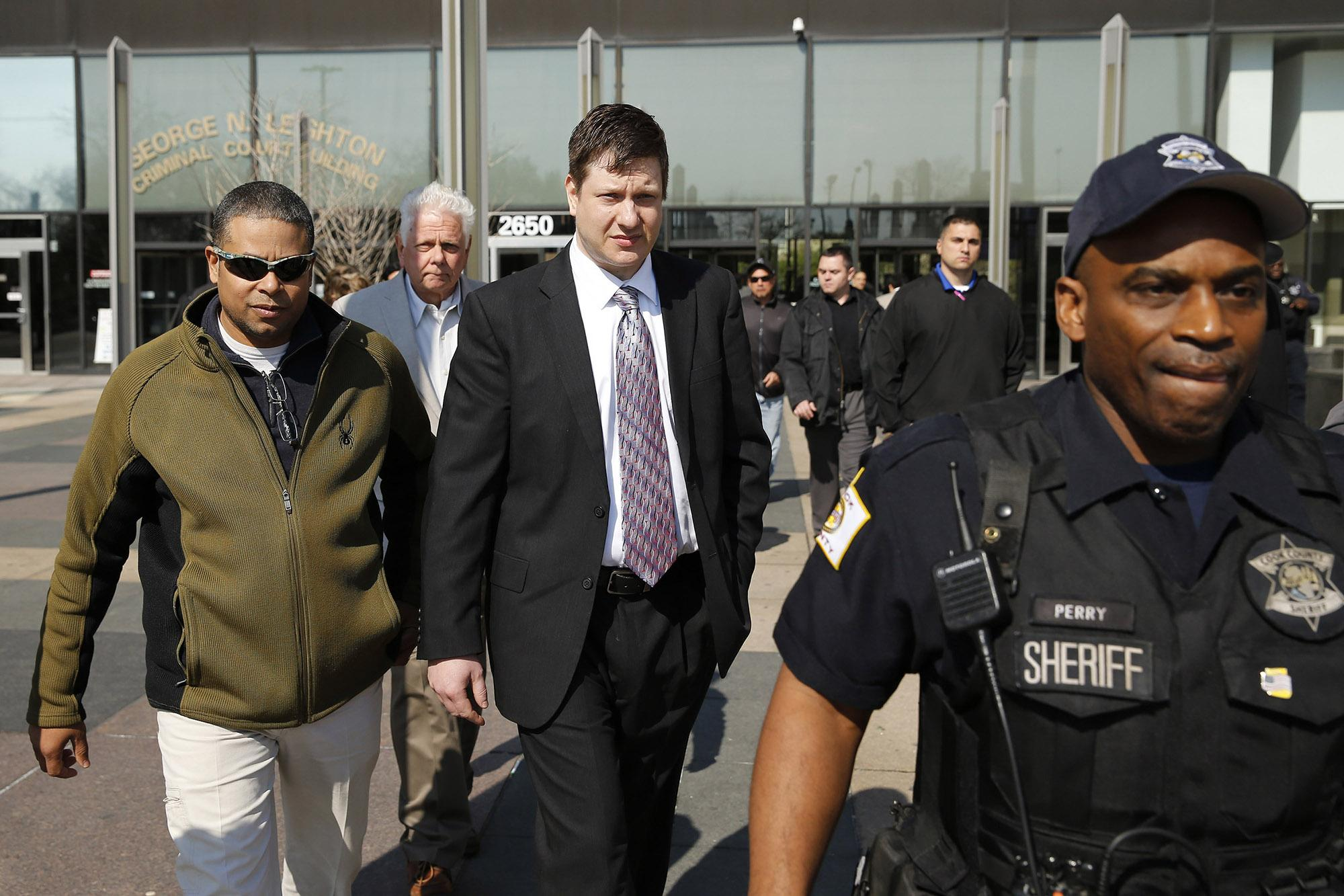 Officer Jason Van Dyke, center, leaves the Leighton Criminal Court Building in Chicago following a court appearance on May 5. (Jose M. Osorio/Chicago Tribune/TNS)