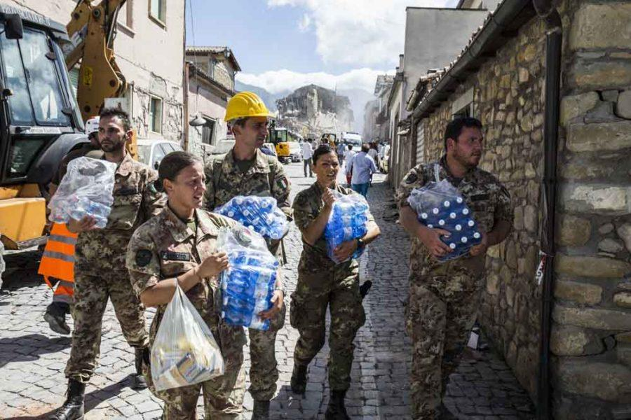 Responders+carry+water+and+supplies+following+an+earthquake+in+Amatrice%2C+central+Italy+on+Aug.+24%2C+2016.+At+least+39+people+have+died%2C+according+to+CNN+affiliate+Rai.+%28Roma%2FRex+Shutterstock%2FZuma+Press%2FTNS%29