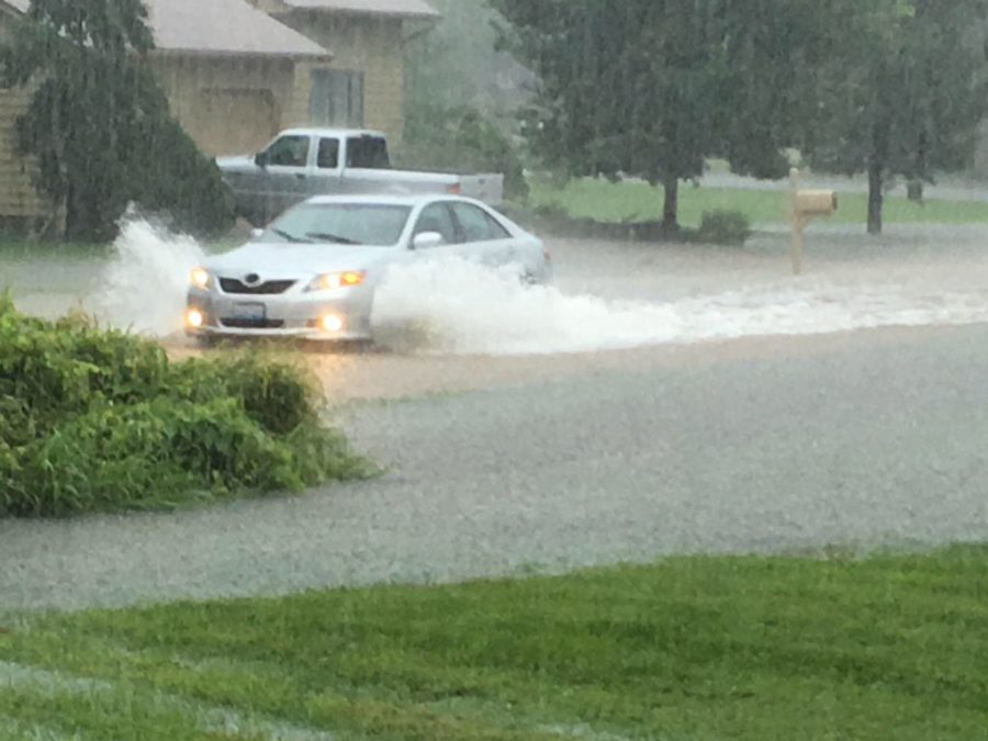 A+car+drives+through+standing+water+Saturday+morning+on+Meadowlark+Drive+in+Carterville.+%28Gary+Spoerre+for+DailyEgyptian.com%29