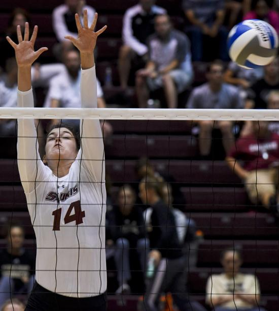 Senior+middle+hitter+Mckenzie+Dorris+jumps+to+spike+the+ball+during+the+Salukis%E2%80%99+3-2+win+over+Central+Florida++Friday%2C+Sept.+2%2C+2016%2C+at+SIU+Arena.+%28Autumn+Suyko+%7C+%40AutumnSuyko_DE%29