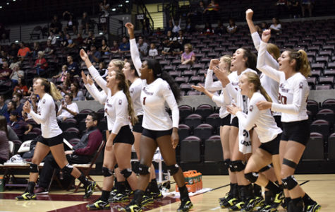 SIU volleyball comes back to defeat Central Florida in five sets