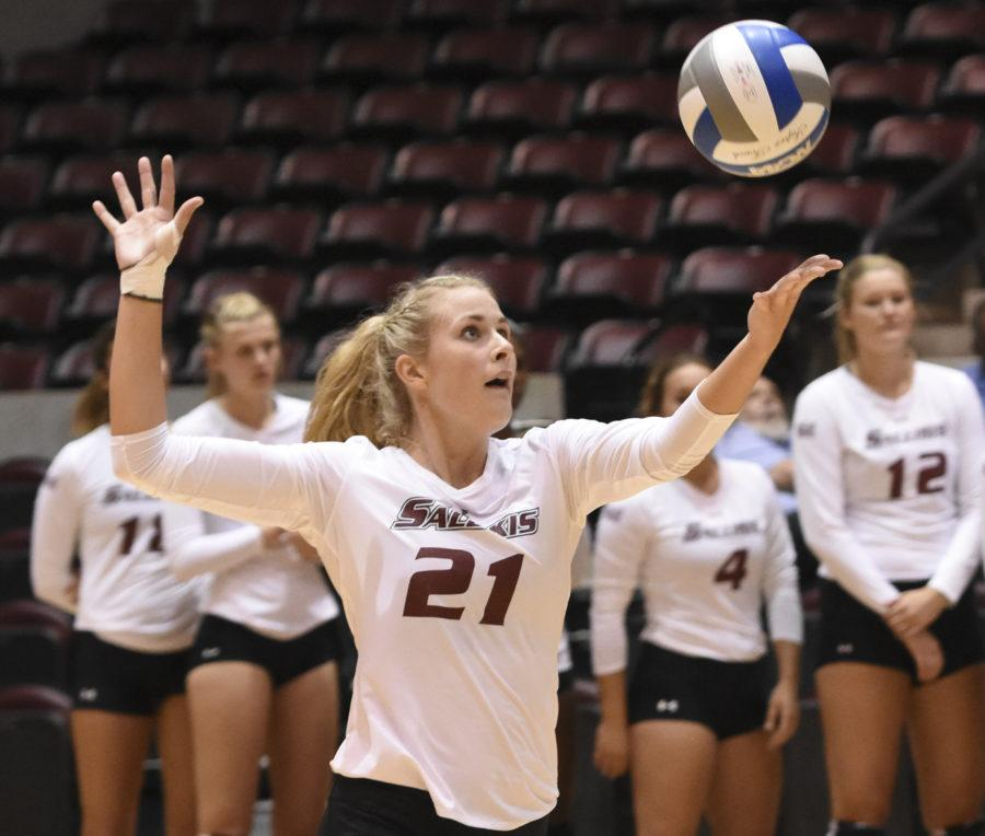 Junior+middle+hitter+Alex+Rosignol+tosses+up+a+serve+Saturday%2C+Sept.+3%2C+2016%2C+during+SIU%E2%80%99s+3-1+loss+to+Northern+Arizona+at+SIU+Arena.+%28Sean+Carley+%7C+%40SCarleyDE%29