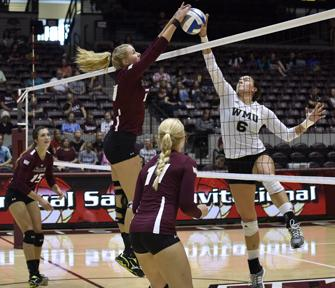 SIU volleyball continues undefeated start with win against Western Michigan