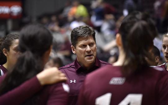 Assistant coach Todd Nelson addresses his team in a time out Saturday, Sept. 3, 2016, during SIU's 3-0 win against Western Michigan at SIU Arena. (Athena Chrysanthou | @Chrysant1Athena)
