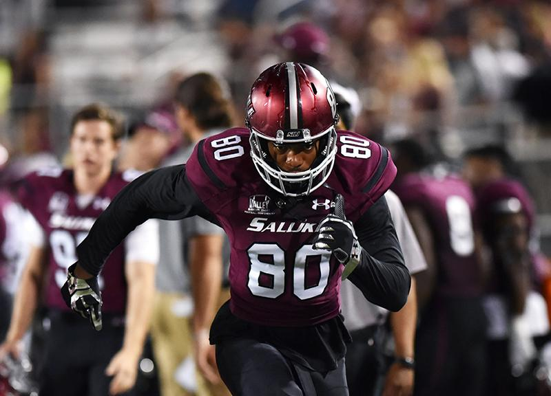 Junior+tight+end+John+Gardner+practices+drills+on+the+sideline+Saturday%2C+Sept.+10%2C+2016%2C+during+the+Salukis%E2%80%99+30-22+victory+against+Southeast+Missouri+at+Saluki+Stadium.+%28Morgan+Timms+%7C+%40Morgan_Timms%29