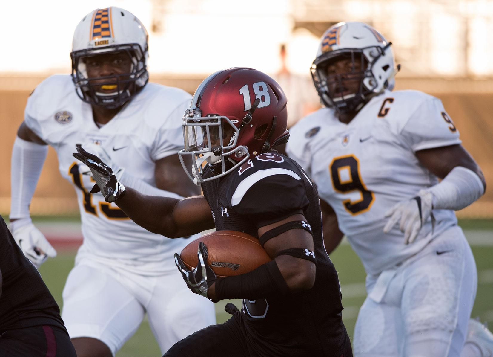 Freshman running back D.J. Davis runs with the ball during the first half of the Salukis' matchup against Murray State on Saturday, Sept. 17, 2016, at Saluki Stadium. (Jacob Wiegand | @JacobWiegand_DE)